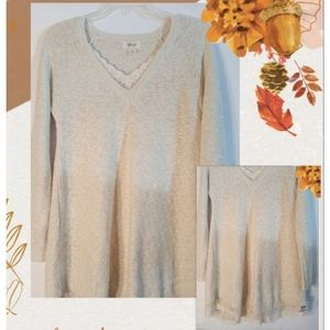 Shimmer in this Pretty Sweater Size S